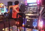 Die verrückteste Dance Dance Revolution-Performance!